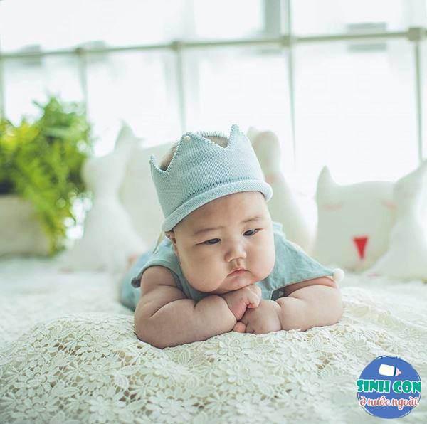 9X Việt sinh con với chồng Hàn, bé ra đời được cả dàn cầu thủ U23 bế - Ảnh 7.