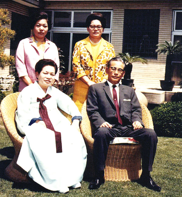 Con gái nhà Samsung được gả vào nhà LG làm dâu: Tưởng an phận hưởng thái bình nhưng đột ngột tham gia cuộc chiến tranh tài sản của gia đình - Ảnh 1.