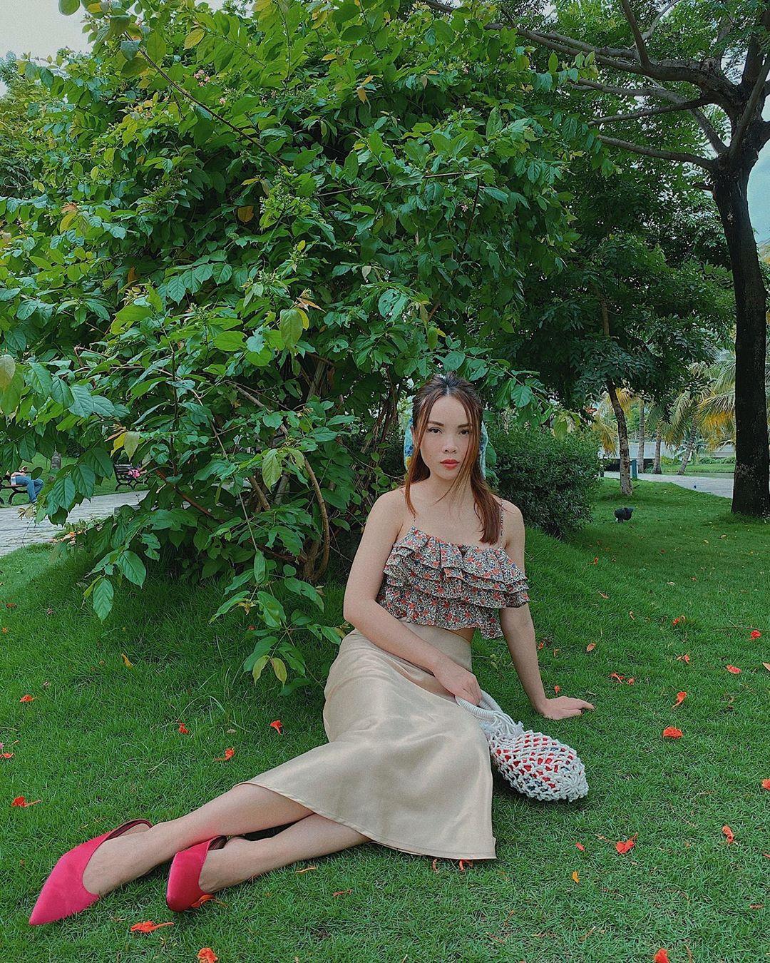 Các mỹ nhân Việt có loạt cách diện chân váy siêu xinh, bạn áp dụng thì sẽ đẹp mọi lúc mọi nơi - Ảnh 1.