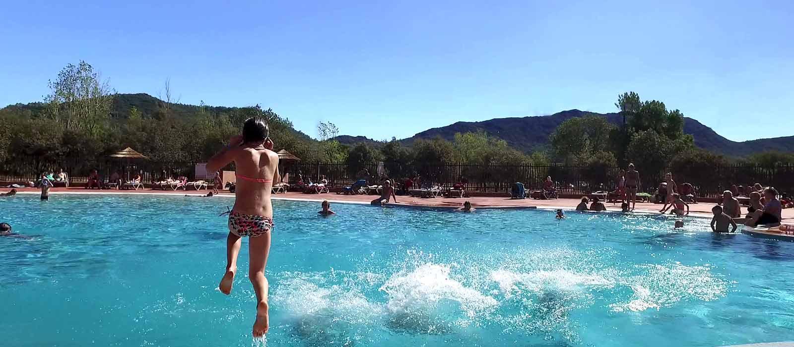 Hướng dẫn phòng bệnh tai - mũi - họng khi cho trẻ đi bơi vào mùa hè - Ảnh 2.