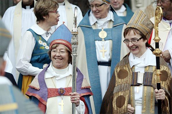 Số nữ linh mục chiếm áp đảo trong nhà thờ Thụy Điển - Ảnh 2.