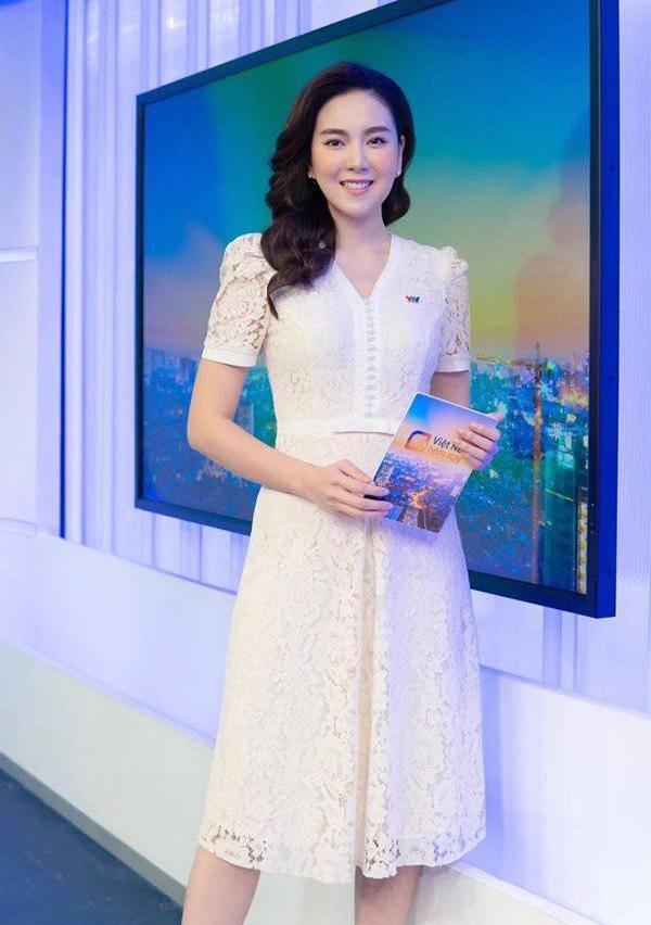 Được Mai Ngọc lăng xê, nay thêm Lâm Vỹ Dạ trưng dụng, kiểu váy nịnh dáng nên mua đây rồi - Ảnh 3.