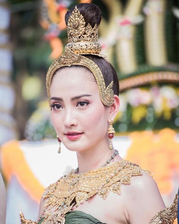 """Đám tang bố """"Nữ thần rắn"""" Thái Lan Taew Natapohn: Cả làng giải trí tới chia buồn - Ảnh 14."""