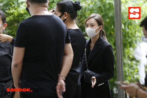 """Đám tang bố """"Nữ thần rắn"""" Thái Lan Taew Natapohn: Cả làng giải trí tới chia buồn - Ảnh 8."""