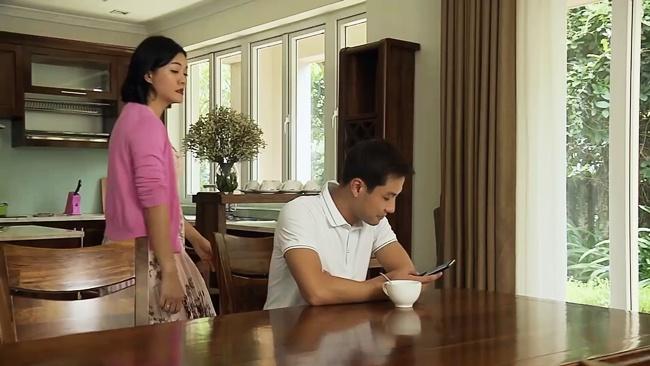 """Đừng Bắt Em Phải Quên: Duy nhắn tin yêu đương với Ngọc nhưng nói dối mẹ """"chỉ là quảng cáo"""" - Ảnh 5."""
