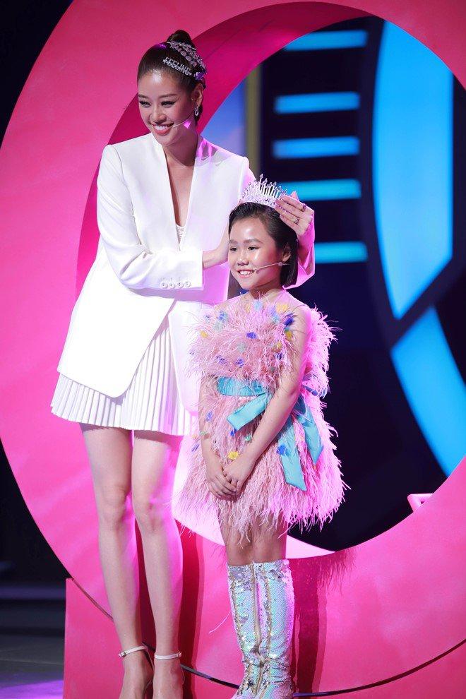 """Hoa hậu Hoàn vũ Việt Nam quyết định """"nhường vương miện"""" cho bé gái cao thủ này - Ảnh 9."""