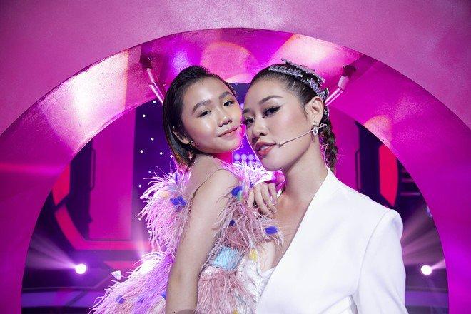 """Hoa hậu Hoàn vũ Việt Nam quyết định """"nhường vương miện"""" cho bé gái cao thủ này - Ảnh 1."""