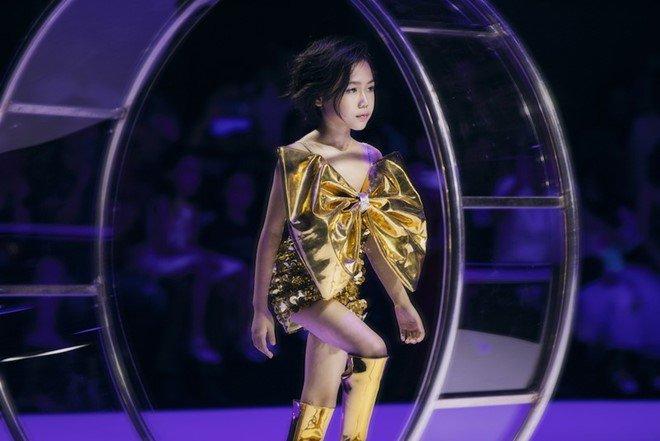 """Hoa hậu Hoàn vũ Việt Nam quyết định """"nhường vương miện"""" cho bé gái cao thủ này - Ảnh 3."""