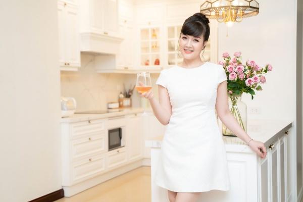 Nghệ sĩ hài Vân Dung: Thi Hoa hậu cùng để cổ vũ chị gái nhưng đậu luôn Top 15 - Ảnh 9.