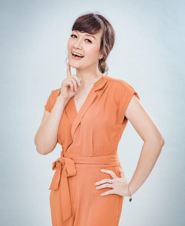 Nghệ sĩ hài Vân Dung: Thi Hoa hậu cùng để cổ vũ chị gái nhưng đậu luôn Top 15 - Ảnh 10.