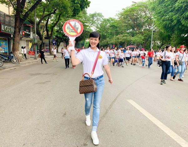 Nghệ sĩ hài Vân Dung: Thi Hoa hậu cùng để cổ vũ chị gái nhưng đậu luôn Top 15 - Ảnh 11.