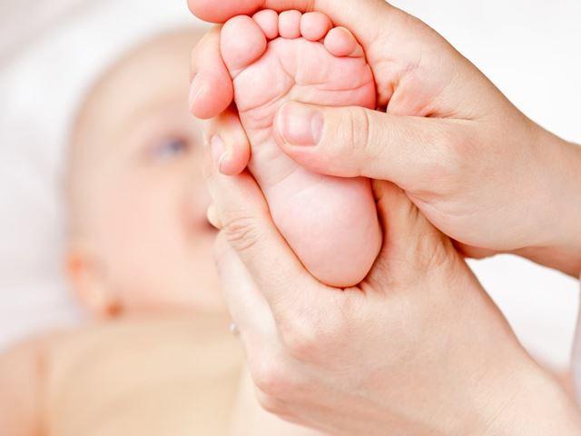 Cách massage cho trẻ sơ sinh dễ ngủ, dễ tiêu hóa, lợi ích đủ đường - Ảnh 5.