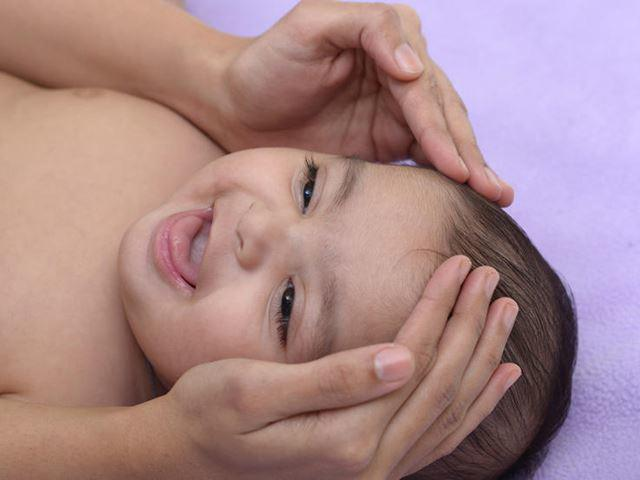Cách massage cho trẻ sơ sinh dễ ngủ, dễ tiêu hóa, lợi ích đủ đường - Ảnh 6.