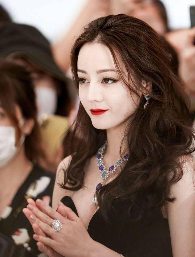 Xuất hiện đẹp như nữ thần, Địch Lệ Nhiệt Ba vẫn gây tranh cãi vì một chi tiết nhỏ - Ảnh 5.