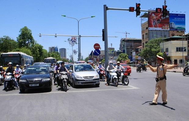 Hà Nội yêu cầu đảm bảo an toàn giao thông trước năm học mới - Ảnh 1.