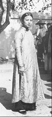 Ba trào lưu trình diễn thời trang áo dài phụ nữ Việt Nam qua các thời kỳ lịch sử - Ảnh 2.