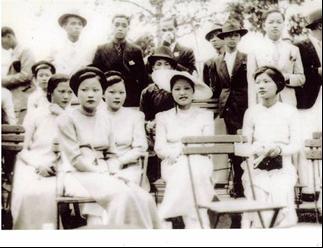 Ba trào lưu trình diễn thời trang áo dài phụ nữ Việt Nam qua các thời kỳ lịch sử - Ảnh 6.
