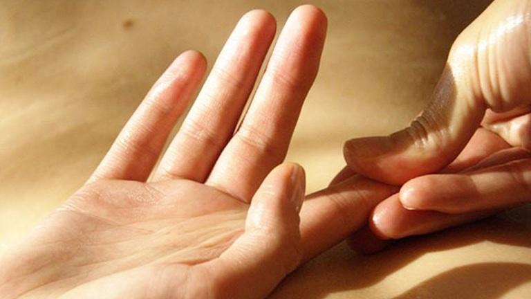 Tê đầu ngón tay thường xuyên, chớ nên chủ quan - Ảnh 2.