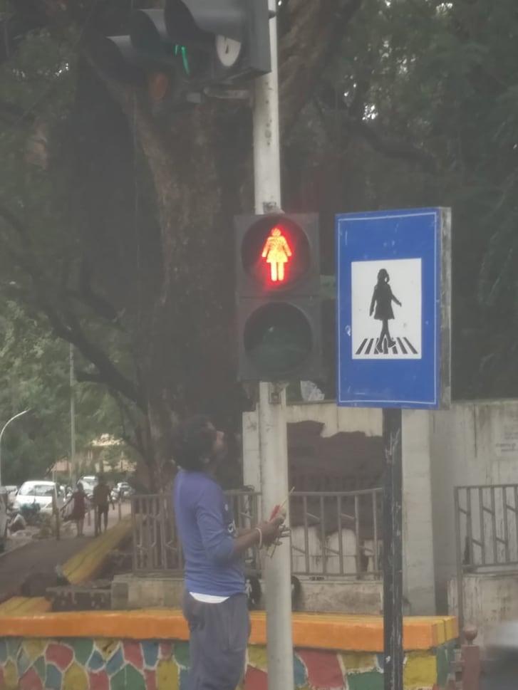 Đưa hình phụ nữ trên đèn giao thông để thúc đẩy bình đẳng giới - Ảnh 2.