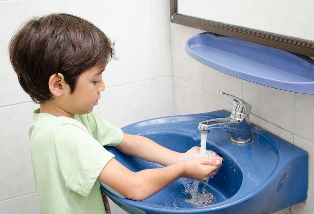 Cẩn thận với các bệnh vào mùa mưa ở trẻ và cách phòng tránh hiệu quả - Ảnh 4.