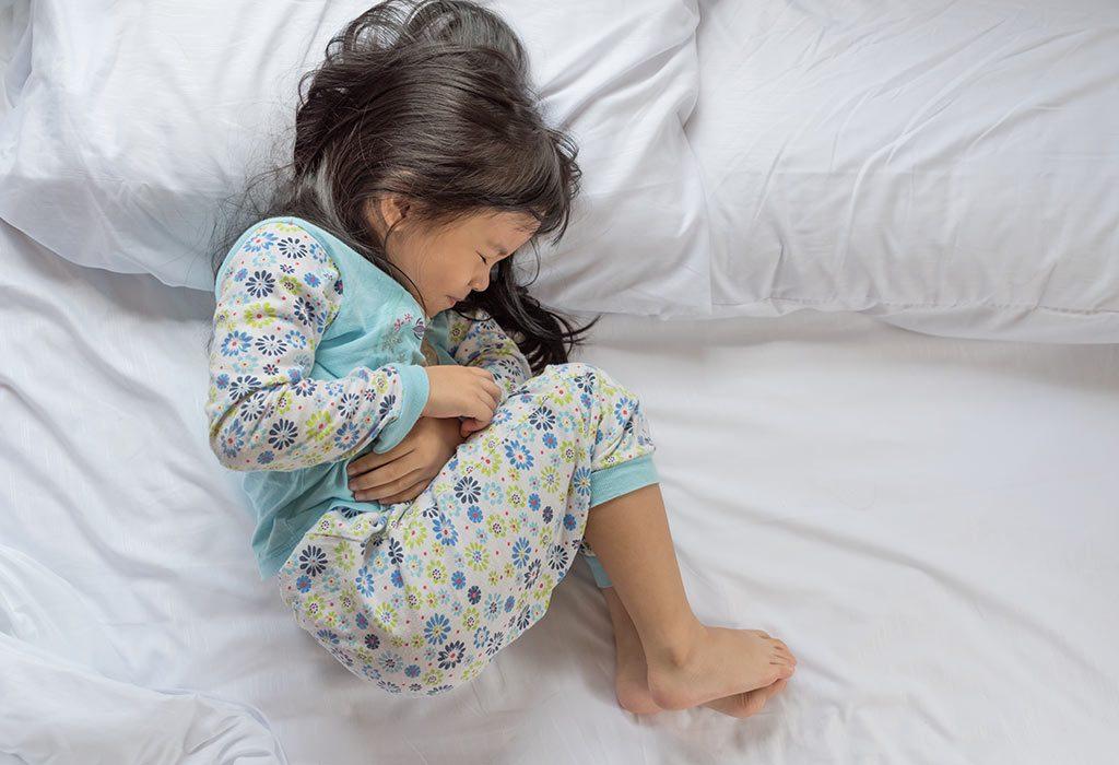 Cẩn thận với các bệnh vào mùa mưa ở trẻ và cách phòng tránh hiệu quả - Ảnh 2.