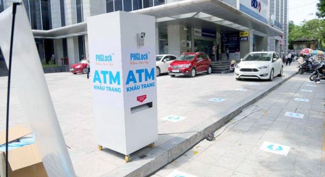 """Cây """"ATM khẩu trang"""" miễn phí giúp người Hà Nội chống Covid-19 - Ảnh 1."""