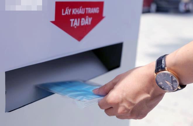 """Cây """"ATM khẩu trang"""" miễn phí giúp người Hà Nội chống Covid-19 - Ảnh 6."""