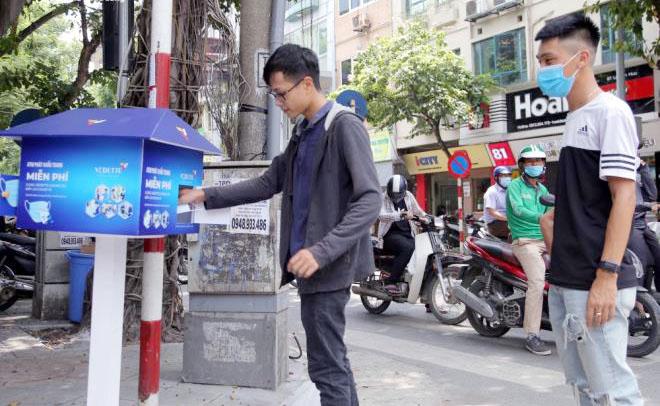 """Cây """"ATM khẩu trang"""" miễn phí giúp người Hà Nội chống Covid-19 - Ảnh 8."""