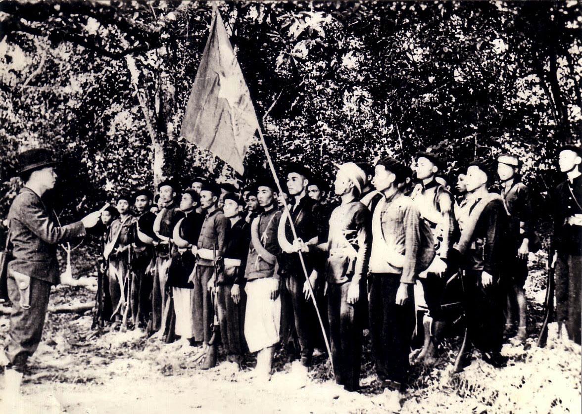Nữ giải phóng quân kéo cờ trong Lễ Tuyên ngôn Độc lập - Ảnh 1.