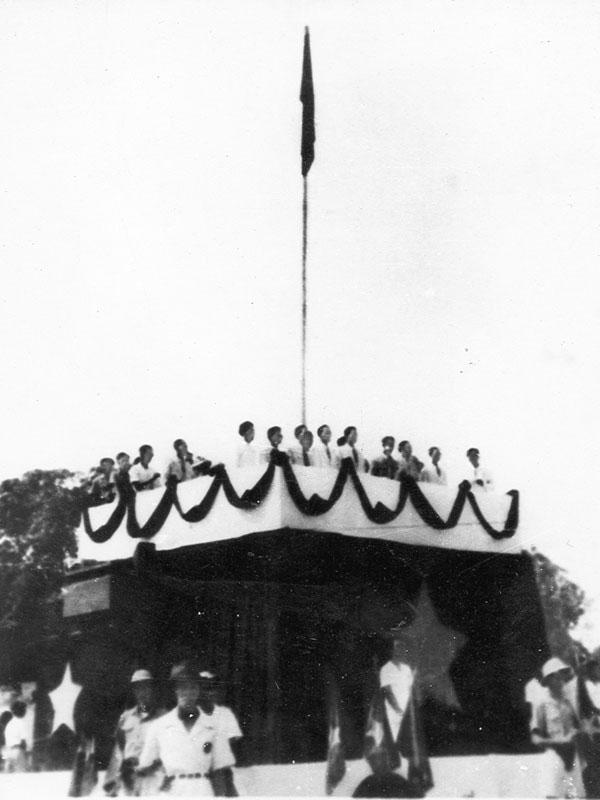 Nữ giải phóng quân kéo cờ trong Lễ Tuyên ngôn Độc lập - Ảnh 3.