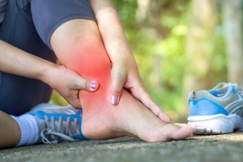 """Chuyên gia chỉ ra 4 """"thủ phạm"""" gây hại cho bàn chân và cách điều trị - Ảnh 4."""