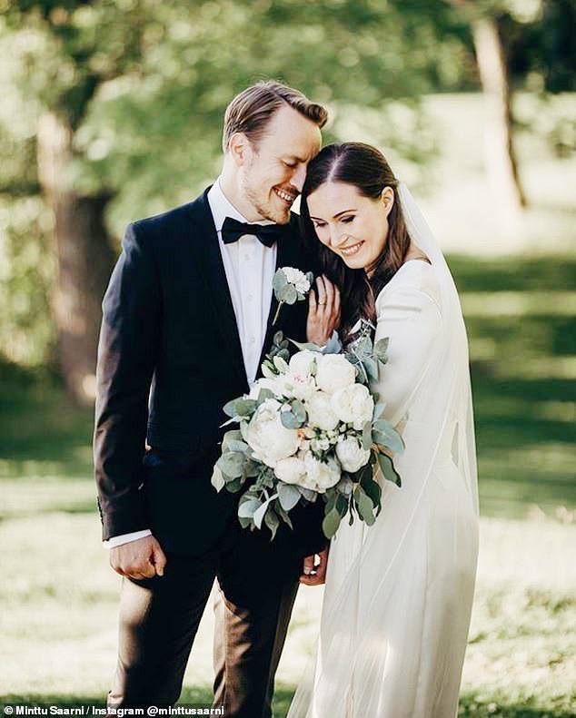 Thủ tướng Phần Lan Sanna Marin làm lễ cưới giữa bão dịch Covid-19 - Ảnh 1.