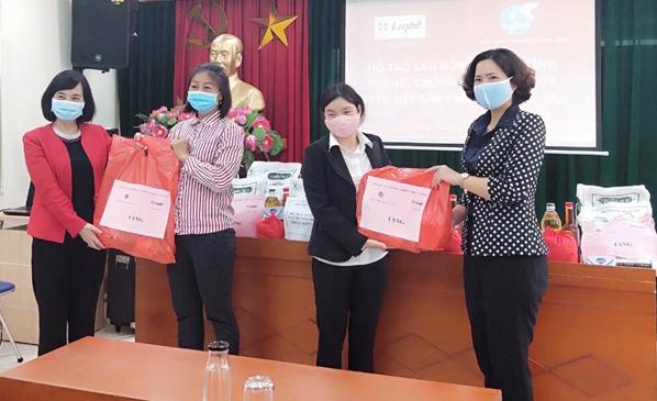Phụ nữ thủ đô sát cánh, hỗ trợ phụ nữ Đà Nẵng và Quảng Nam phòng chống dịch Covid-19 - Ảnh 1.