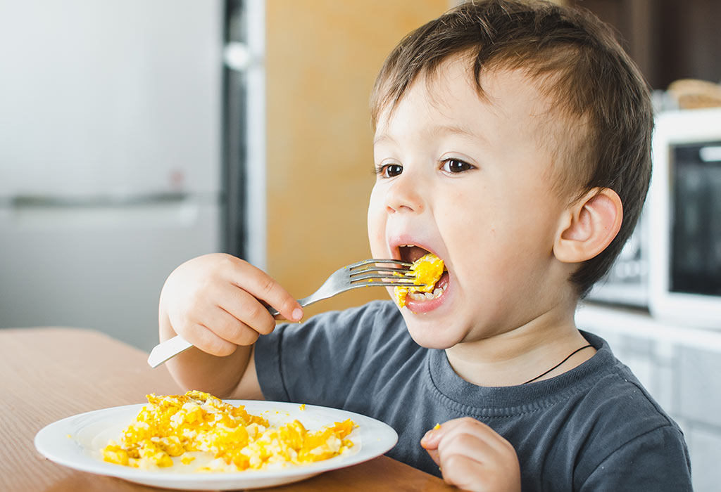 8 sai lầm khi chăm sóc trẻ bị sốt xuất huyết thường gặp mà cha mẹ cần chú ý - Ảnh 4.