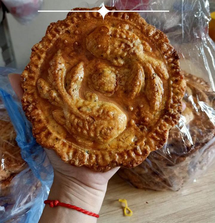 Đã có loại bánh nướng nhiều vỏ ít nhân to bằng cái đĩa giá chỉ 45 ngàn/chiếc dành riêng cho các tín đồ chỉ ăn vỏ đây rồi! - Ảnh 3.
