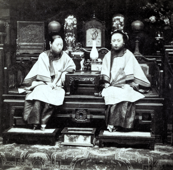 Loạt ảnh cũ phản ánh chân thật vẻ ngoài của các nữ nhân trong 1 gia đình quan chức triều nhà Thanh ngày xưa - Ảnh 4.