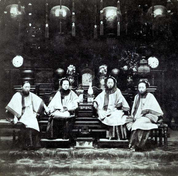 Loạt ảnh cũ phản ánh chân thật vẻ ngoài của các nữ nhân trong 1 gia đình quan chức triều nhà Thanh ngày xưa - Ảnh 6.