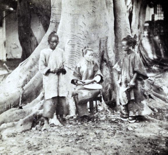 Loạt ảnh cũ phản ánh chân thật vẻ ngoài của các nữ nhân trong 1 gia đình quan chức triều nhà Thanh ngày xưa - Ảnh 8.