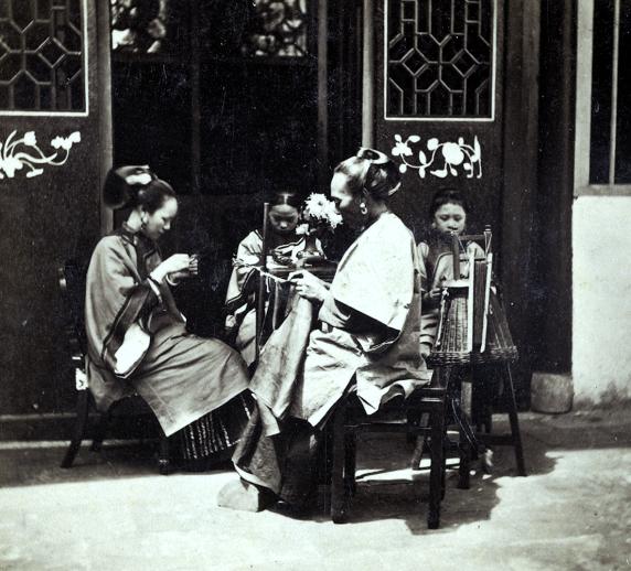 Loạt ảnh cũ phản ánh chân thật vẻ ngoài của các nữ nhân trong 1 gia đình quan chức triều nhà Thanh ngày xưa - Ảnh 7.