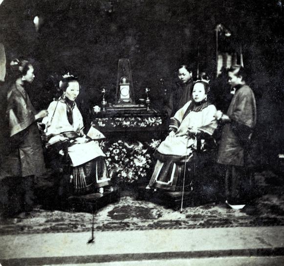 Loạt ảnh cũ phản ánh chân thật vẻ ngoài của các nữ nhân trong 1 gia đình quan chức triều nhà Thanh ngày xưa - Ảnh 3.
