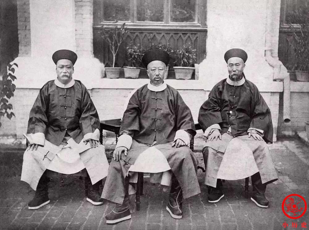 Loạt ảnh thật các vị quan văn võ cuối triều nhà Thanh dưới ống kính của nhiếp ảnh gia phương Tây - Ảnh 2.