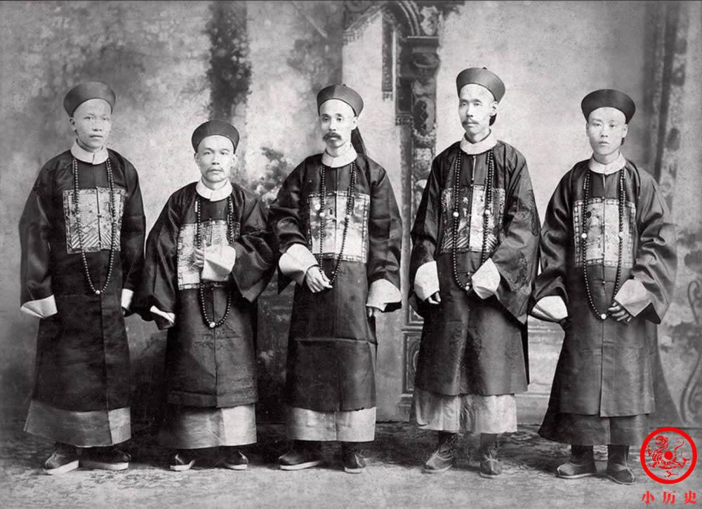 Loạt ảnh thật các vị quan văn võ cuối triều nhà Thanh dưới ống kính của nhiếp ảnh gia phương Tây - Ảnh 3.