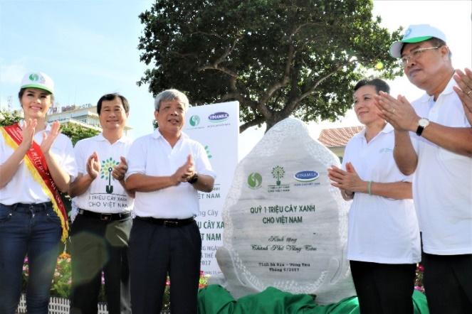 Vinamilk và Quỹ 1 triệu cây xanh cho Việt Nam trao tặng hơn 110.000 cây xanh cho tỉnh Bà Rịa-Vũng Tàu