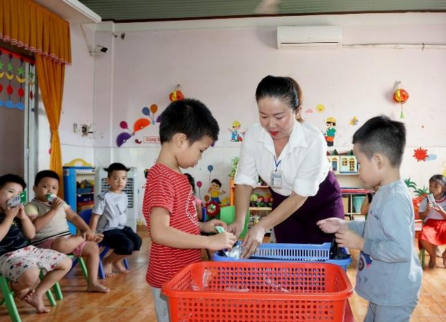 Quan tâm đến dinh dưỡng cho học sinh trong mùa dịch, nhiều trường triển khai chương trình sữa học đường - Ảnh 3.
