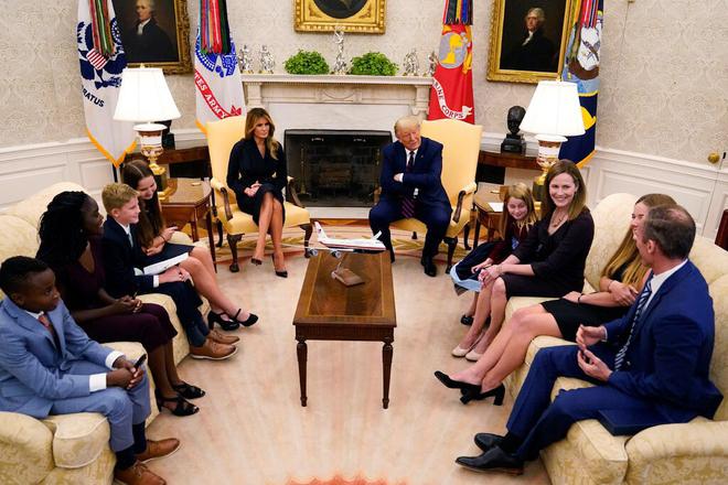 Tổng thống Mỹ Donald Trump đề cử nữ thẩm phán mới cho Tòa án Tối cao  - Ảnh 3.