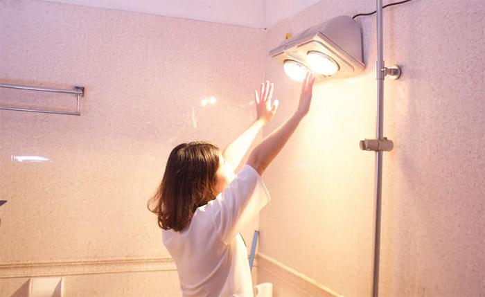 Sử dụng đèn sưởi trong nhà tắm: Muốn an toàn cần tránh mắc phải những sai lầm nào? - Ảnh 2.