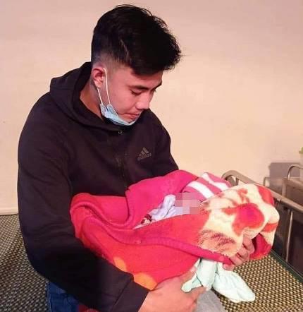 Bé gái sơ sinh ở Nghệ An bị bỏ rơi trong tiết trời rét buốt 8 độ C cùng lá thư của người Mẹ - Ảnh 1.
