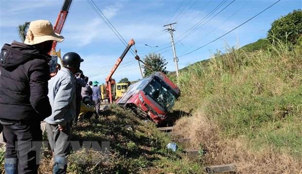 Xe giường nằm lật trên cao tốc đi Đà Lạt, hành khách thoát nạn - Ảnh 1.