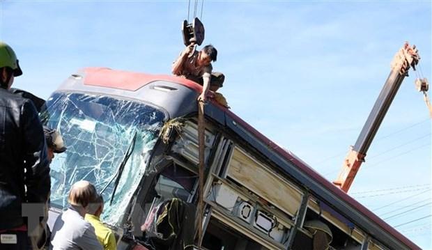 Xe giường nằm lật trên cao tốc đi Đà Lạt, hành khách thoát nạn - Ảnh 2.