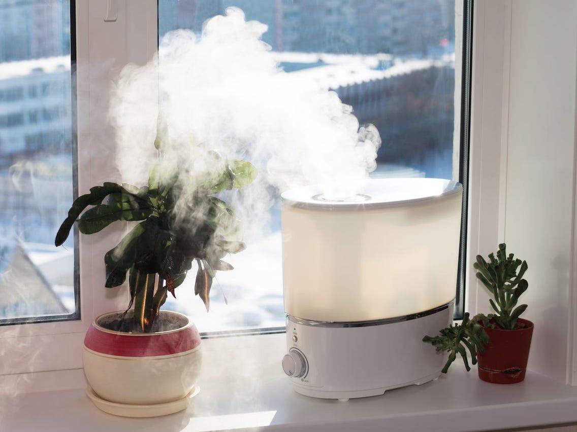 Độ ẩm không khí Hà Nội giảm xuống mức cực thấp, vừa lạnh vừa khô cần làm gì để bảo vệ sức khỏe? - Ảnh 4.